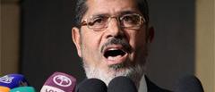 Egypte: Le président Mohamed Morsi tente de reprendre la main sur l'armée